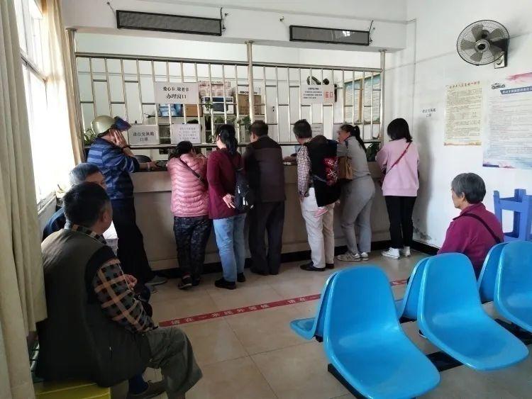 购买公交乘车保险需微信支付,老年人表示太难了!